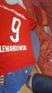 Lewandowski Triko mit Unterschrift