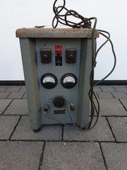 Historisches Batterie-Ladegerät