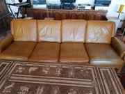 Couch mit Echtlederbezug gefertigt aus