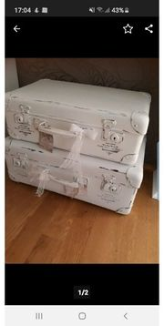 Zwei alte Koffer im Shabby