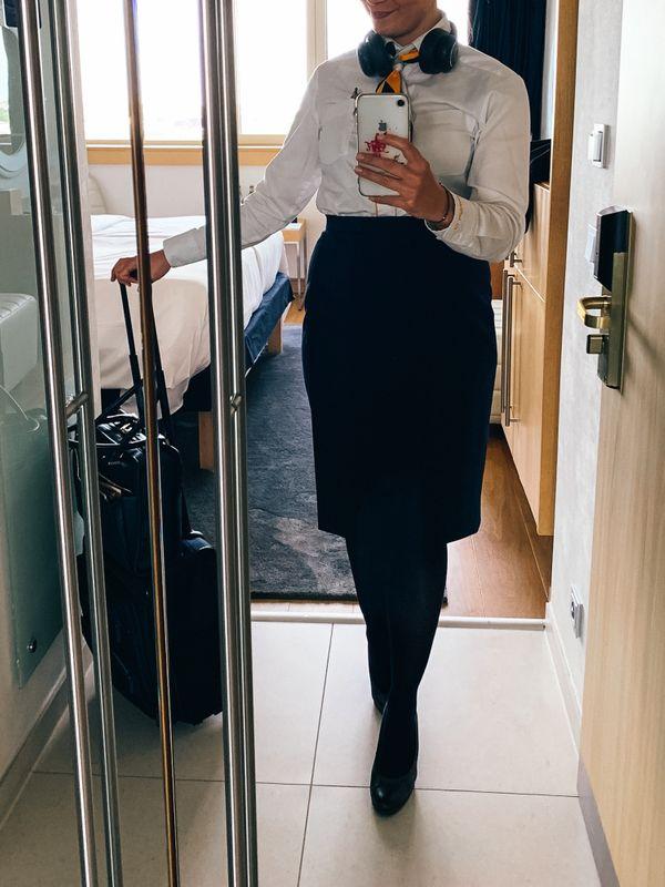 Stewardess verkauft getragene Strumpfhosen getragene
