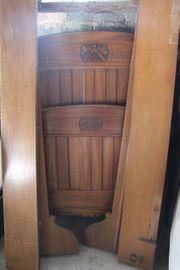 2 Antike Holzbetten mit Kunstvoller
