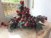 Kunstblumen Dekoration in einer Schale