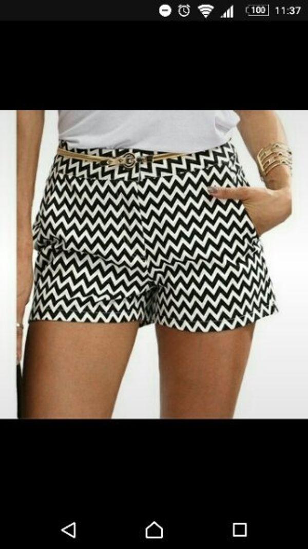 Kurze Hose Shorts schwarz weiß