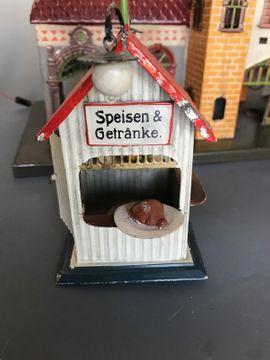 Modelleisenbahnen - Blechbahnhof Lampen und Kiosk von