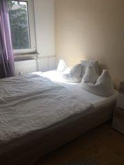 Doppelbett mit Nachtkasten