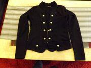 zwei schöne schwarze Jacken Westen