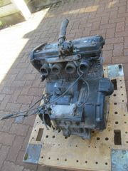 4 Zylinder Motor mit Ölkühler