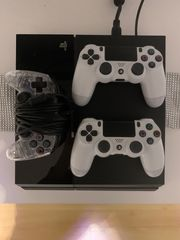 PlayStation 4 mit 3 Controller