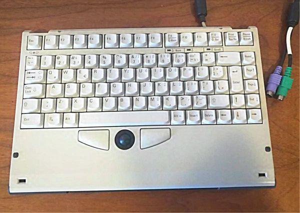 Tastatur kompakt mit Trackball und