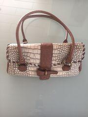 Handtasche im krokostyle