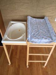 Wickeltisch mit ausziehbarer Badewanne