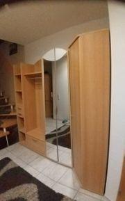 Geräumige Garderobe in gutem Zustand