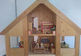 Puppenhaus 2-stöckig mit 8 Zimmern: Kleinanzeigen aus Weinstadt - Rubrik Puppen