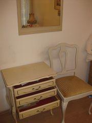 Älterer Tisch Schminktisch mit Stuhl
