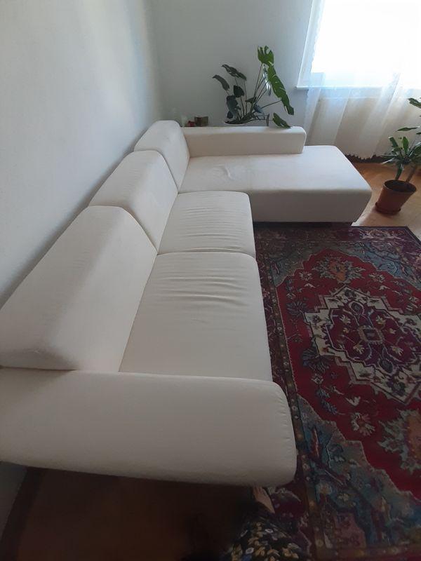 Couch gut erhalten - Karlsruhe Südweststadt - Gut erhaltene Wohnzimmercouch von Ikea. 4 Jahre alt. Gut erhalten da singlewohnung und nicht dauerhaft benutzt. Länge: ca 290cm und 190cmBreite: ca.105cmHöhe: ca. 36 cm An Selbstabholer zu verschenken - Karlsruhe Südweststadt