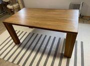 Massiver Esszimmer Tisch Nussbaum mit
