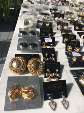 Modeschmuck Ohrringe neu 80 Stück: Kleinanzeigen aus Starnberg - Rubrik Flohmärkte, Flohmarktartikel