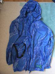 Regen- -Ponchos und -Jacken