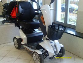 Medizinische Hilfsmittel, Rollstühle - Elektromobil neue Akkus