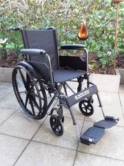 Rollstuhl neuwertig