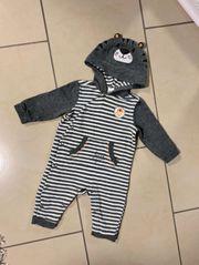 BabyOverall Strampler mit Kapuze von