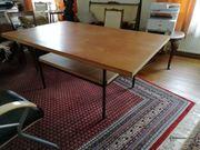 Großer stabiler Tisch z Arbeiten