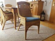 Rattanstühle mit Sitzkissen