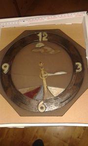 Uhr aus Stein