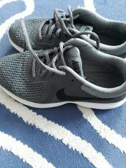 Nike Schuhe gr 37 5