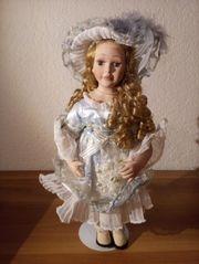 Porzella Puppe