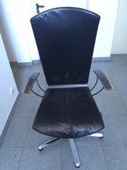 Schwarzer Drehstuhl Bürostuhl mit Rollen