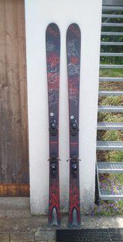 2 Paar Ski wegen Nichtgebrauch
