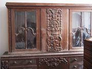 Ausgefallenes historisches Sideboard