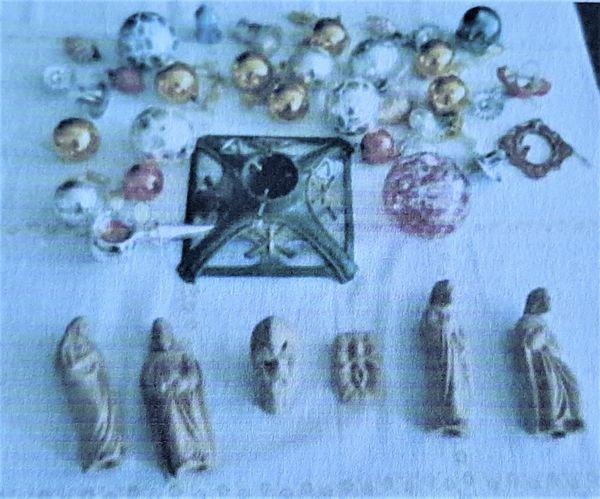 Weihnachtskugeln - Christbaumständer - Tonfiguren siehe Fotos