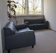 Schöne Couchgarnitur zweiteilig mit hellgrauem