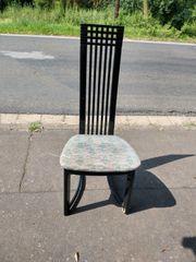 Stuhl mit langer Lehne
