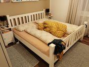 Neuwertiges Doppelbett mit Lattenrost und