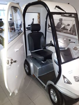 Medizinische Hilfsmittel, Rollstühle - Elektromobil Kabinenmodell