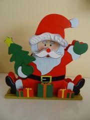 Weihnachtliche Holzfigur mit 20 LED