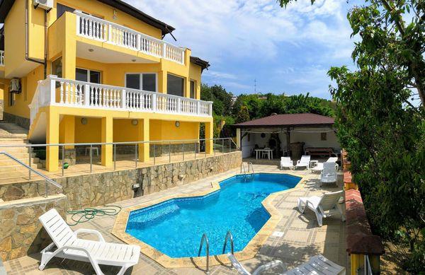 Villa mit Pool Meerblick in