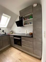 Küche mit E-Geräten