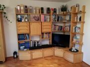 Wohnzimmer-Eckschrank