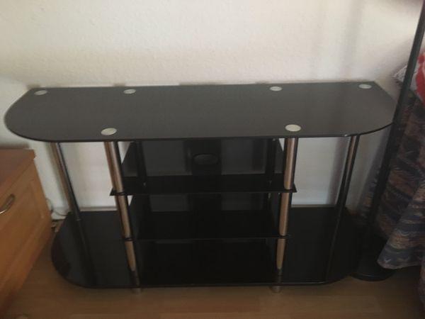 TV -Regal aus schwarzem Glas