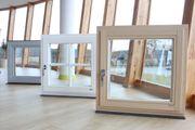 Holzfenstern und -Türen vom polnischen