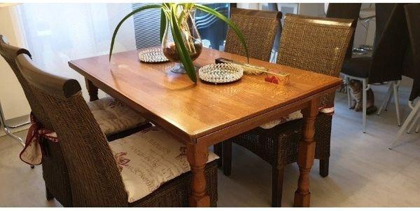 gut aussehende Holztisch und gutes