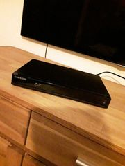 Samsung BD-J4500R Blu-Ray Player in