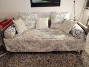 Wunderschönes Sofa aus Holz in