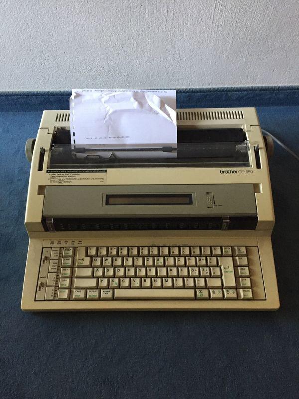 Brother CE-650 Speicherschreibmaschine läuft