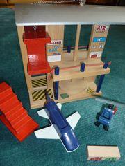 Holzspielzeug Eichhorn Flughafen